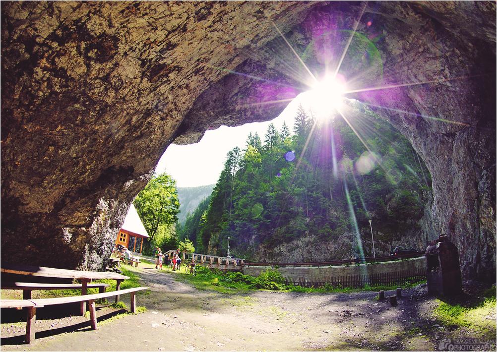 IMAGE: http://3.bp.blogspot.com/-uTfMVUOJFlI/UAxxKGCDswI/AAAAAAAABqY/91DxwgDcTYA/s1600/cave.jpg