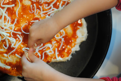 cooking with kids (everyday fun) using the Chef Boyardee pizza kit