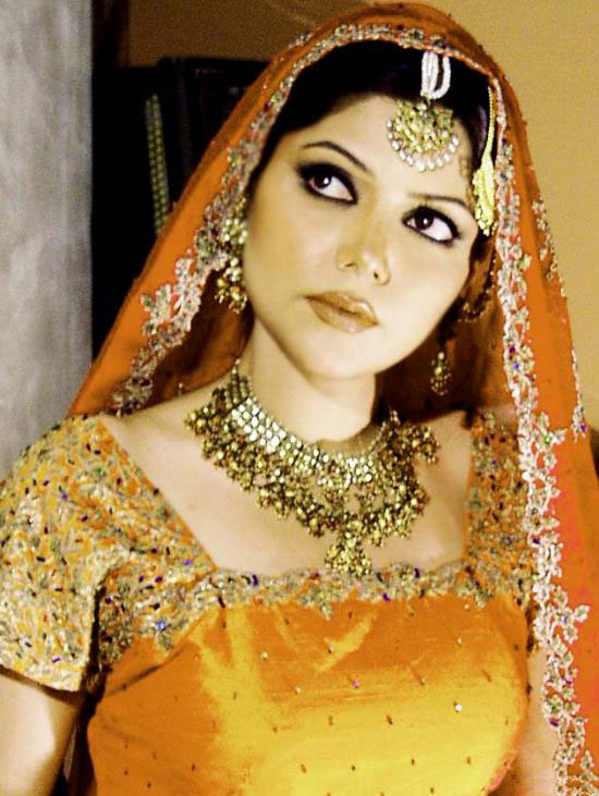 Pakistani Dulhan in Make up,Jewelry