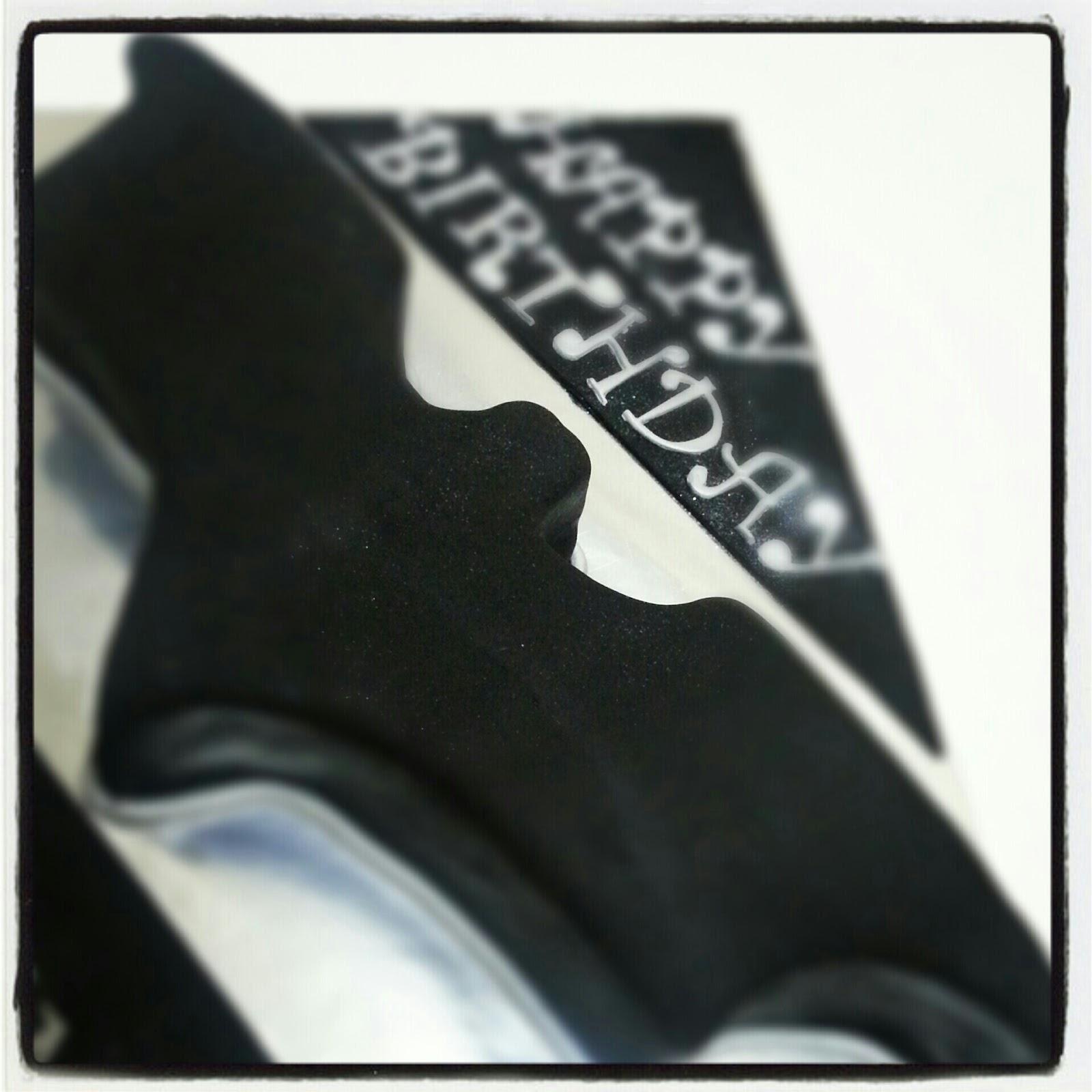 TCakes Dark Knight Rises - Dark knight birthday cake