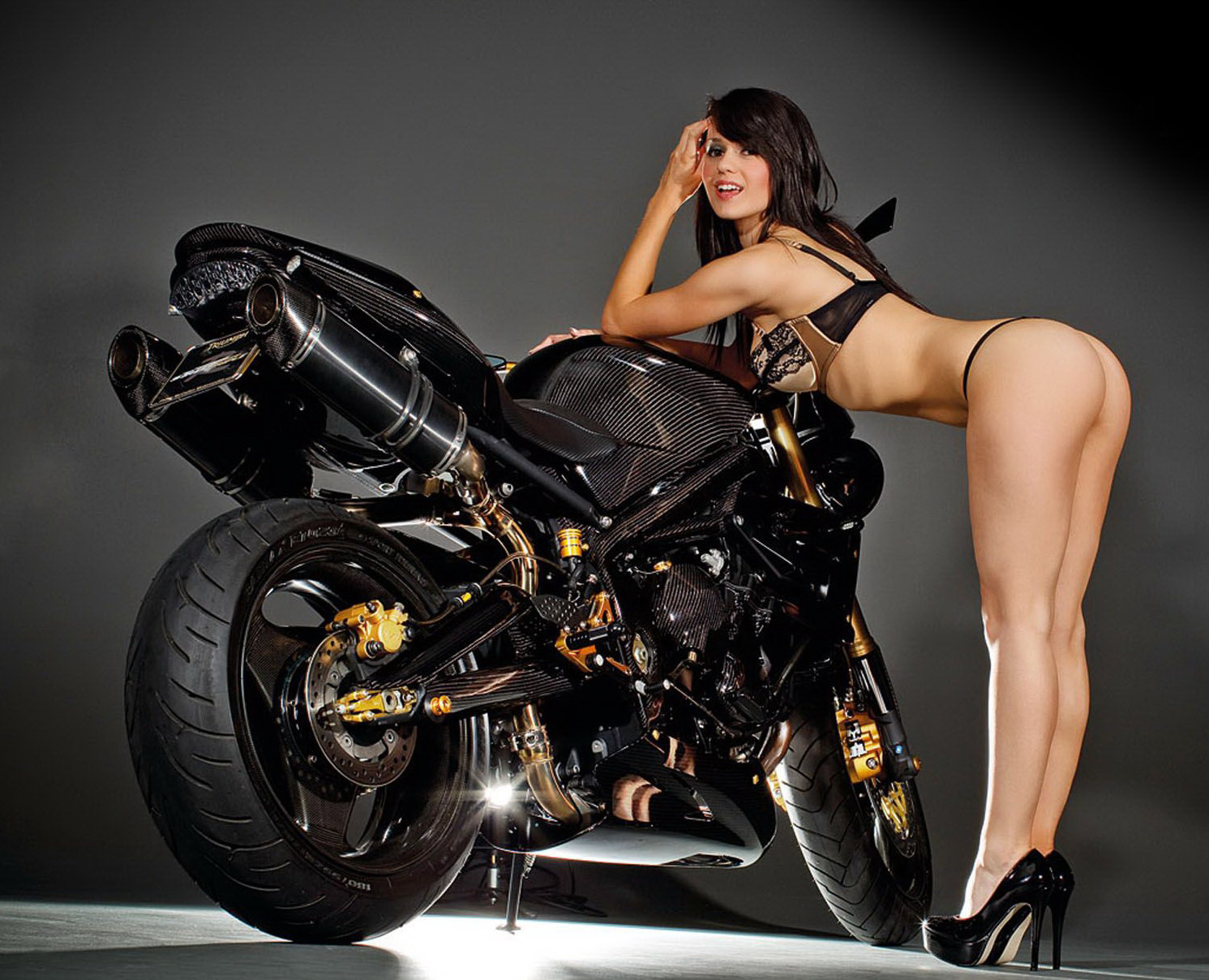 street triple carbon girl