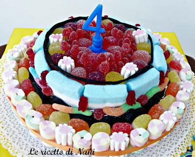 una coloratissima torta di caramelle!