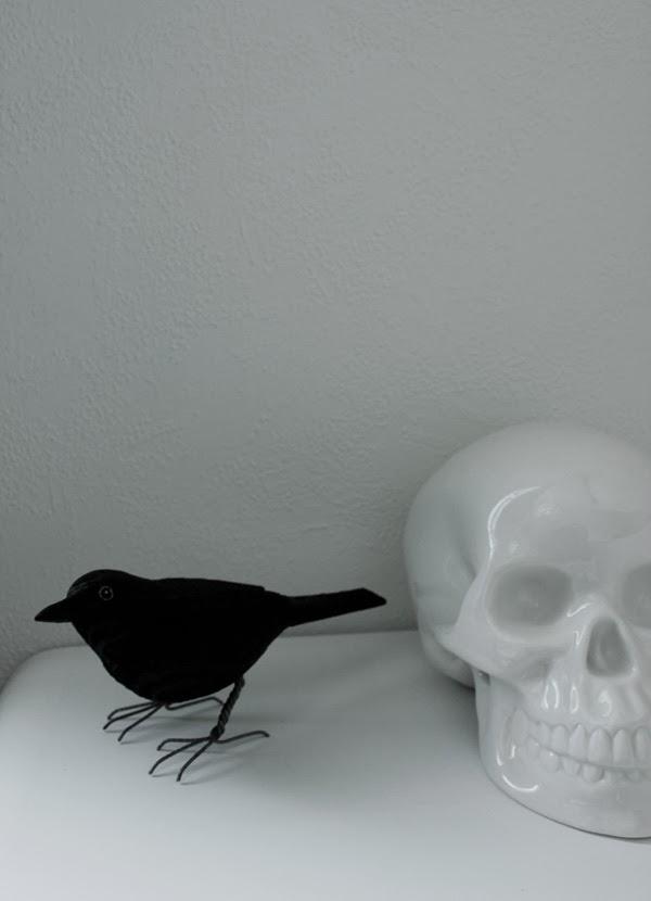 handsnidad fågel, träfågel, fågel som dekoration, bengts fåglar, koltrast, svart, döskalle, svart och vitt
