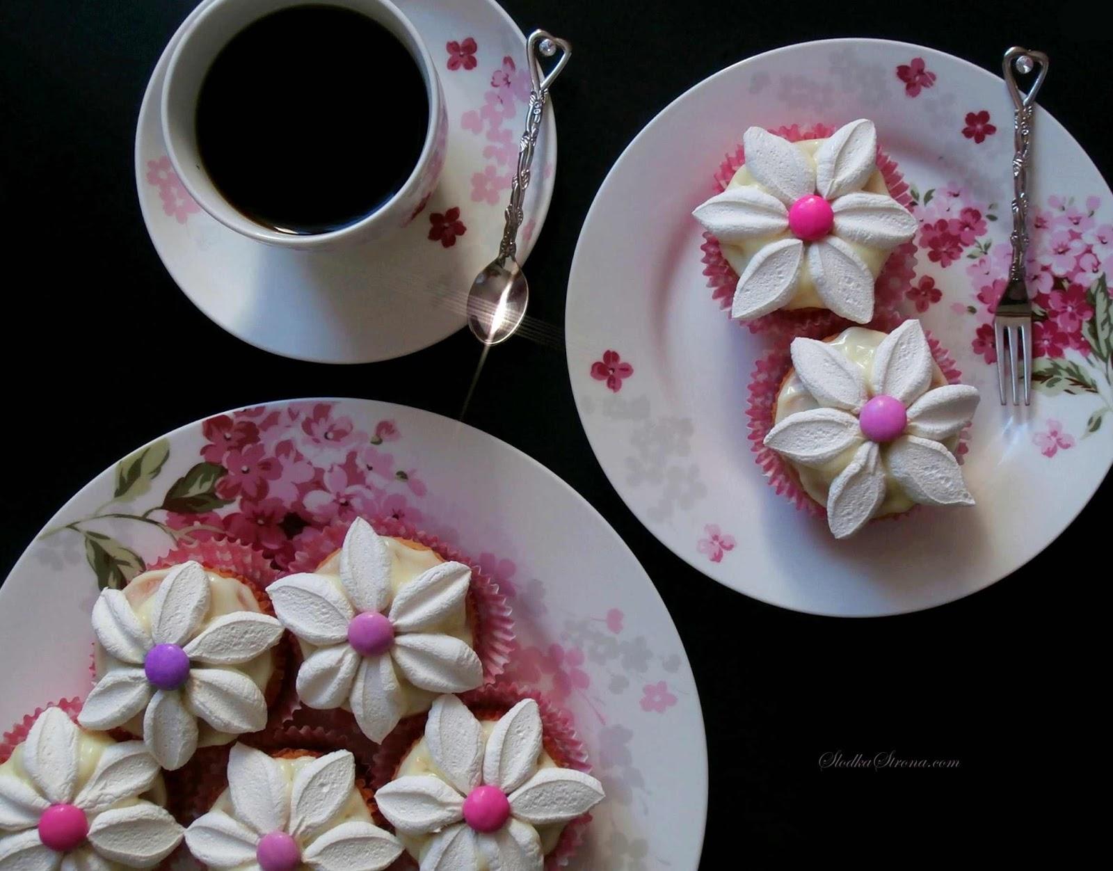 Wiosenne Babeczki - Kwiatuszki z Marshmallows - Przepis - Słodka Strona