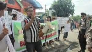 Demonstrasi Untuk Membubarkan STAI Ali Bin Abi Thalib