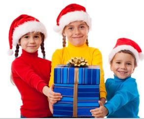 imagenes navideñas, regalos para niños en navidad, niños con gorros de navidad, niños con gorros navideños, niños con gorros de navidad, regalando en navidad, regalos, dando un regalo en navidad