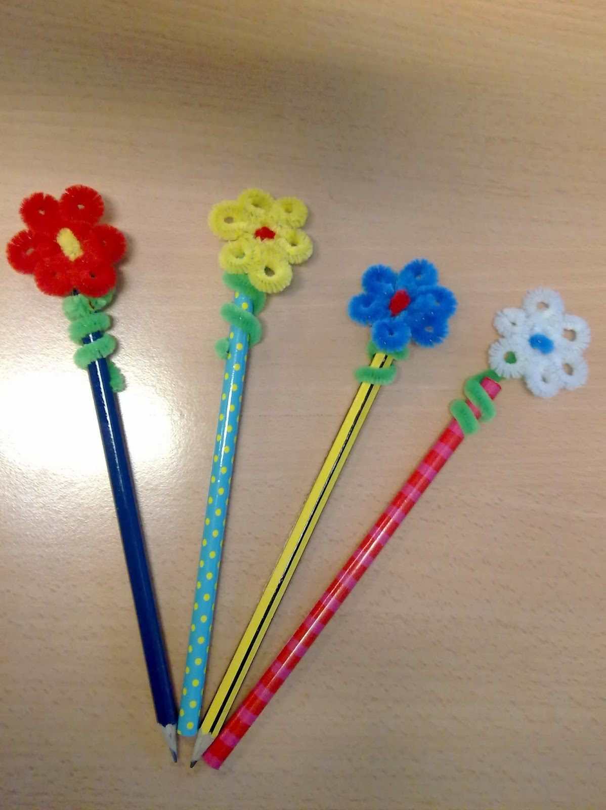 Como decorar lapiceros para papa flores de cordon para - Plumas para decorar ...