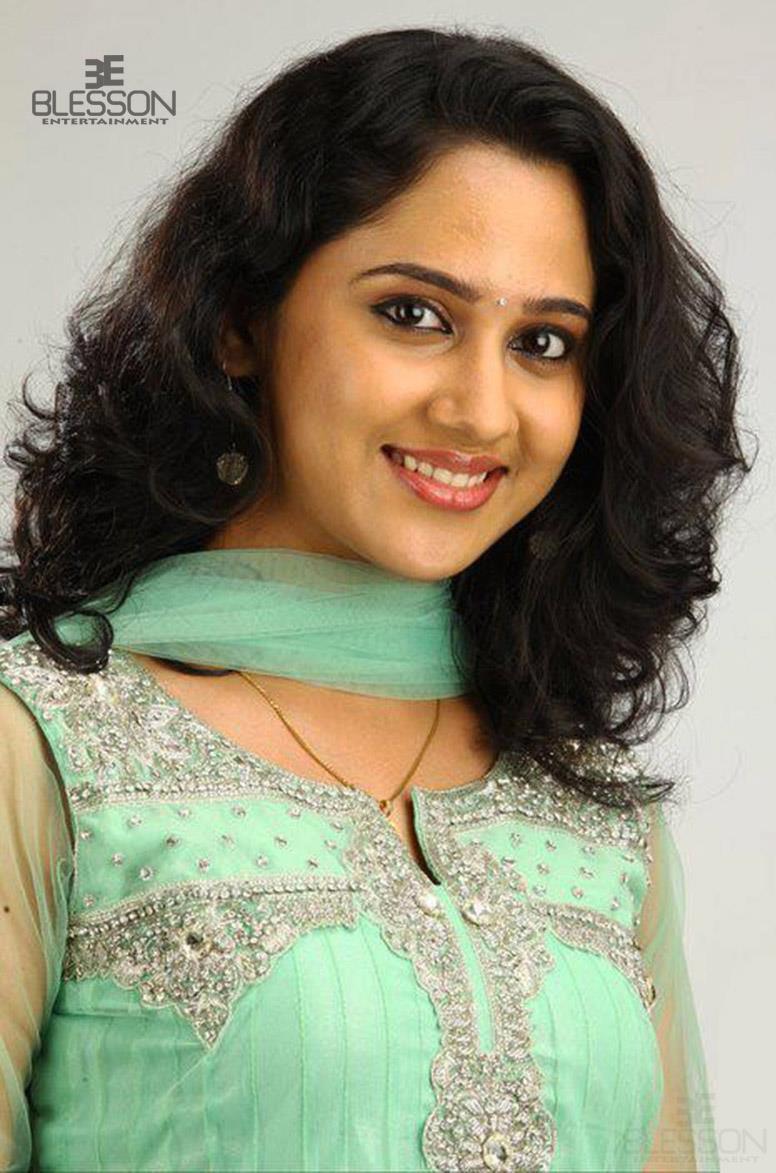cute photos of kerala television Anchors and television Serial Actress ...