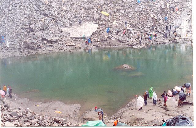 misteri danau di himalaya  Misteri Danau di Himalaya Dengan Ratusan Kerangka Awet Di Dalamnya danau misterius