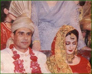 Waqar Younis With Wife Pics