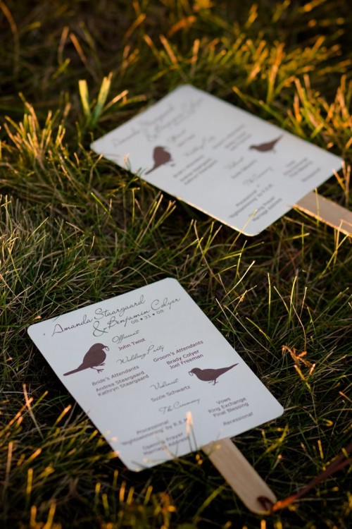 Easy DIY Wedding Programs I love how these can be personalized to match