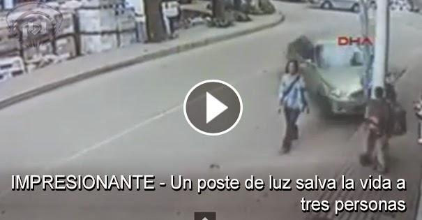VIDEO IMPRESIONANTE - Un poste de luz salva la vida a una mujer y dos jovenes