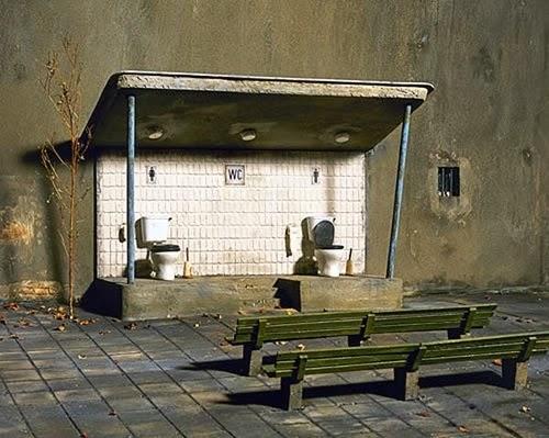 14-Frank-Kunert-Confronting-our-Lives-in-Miniature-Sculptures-www-designstack-co