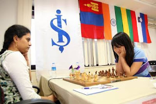 Echecs à Ankara - ronde 7 : Humpy Koneru (2593) 1-0 Ju Wenjun (2528) - Photo Anastasiya Karlovich