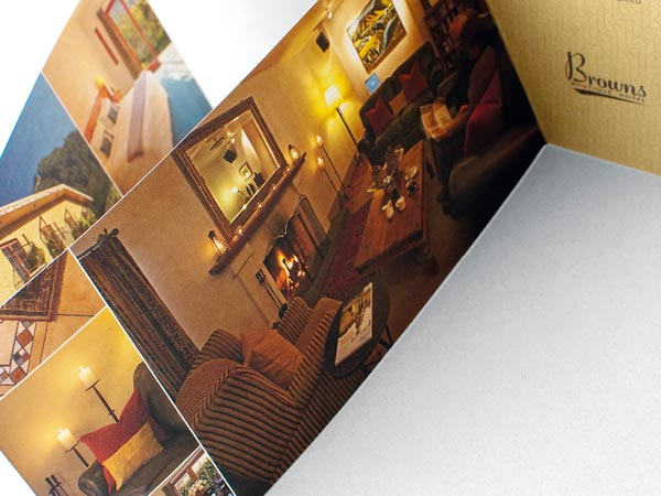 15 Best Examples Of Hotel Brochure Design Ideas - Jayce-O-Yesta