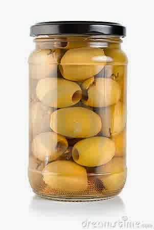 Canned olives including 20 foods you should always have in your kitchen