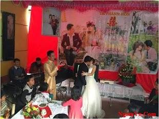 Đám cưới rất vui và rất nhiều người tham dự! Nhưng có gì đó chưa ổn lắm :))