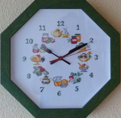 Blog de punto de cruz y m s labores de tulu de ory reloj for Reloj de cocina original