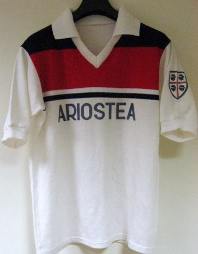 Maglia Cagliari 1982-1983 (magliamatchworn.altervista.org)