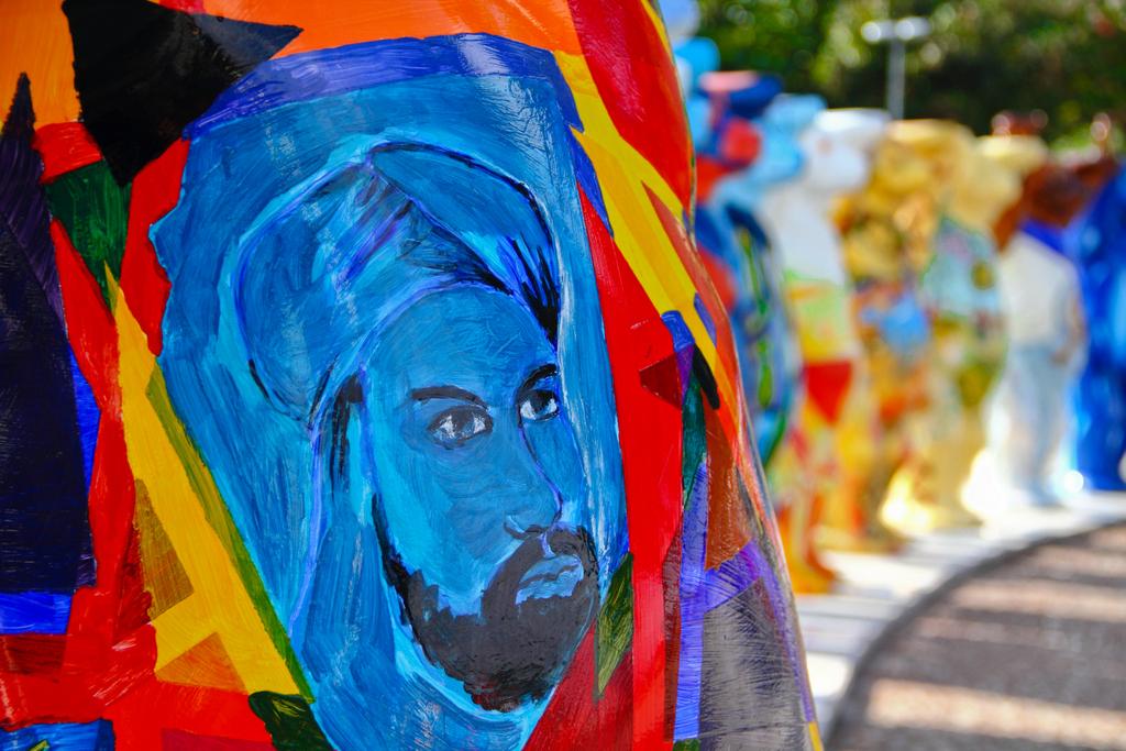 Ursos Camaradas Unidos: A Arte da Tolerância, by Guillermo Aldaya / PhotoConversa