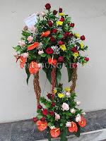 standing flowers bunga pernikahan happy wedding