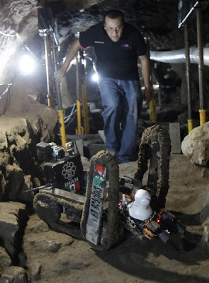 Mini-robot discovers three chambers in Mexico's Temple of Quetzalcoatl
