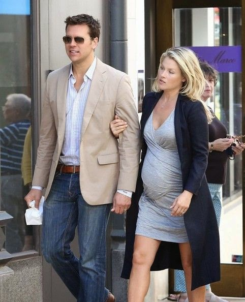 It's been a busy week for that baby bump - no to mention the mother. Ali Larter has been diligently doing lunch together with husband, Hayes MacArthur at Beverly Hills, CA, USA on Monday, October 6, 2014.