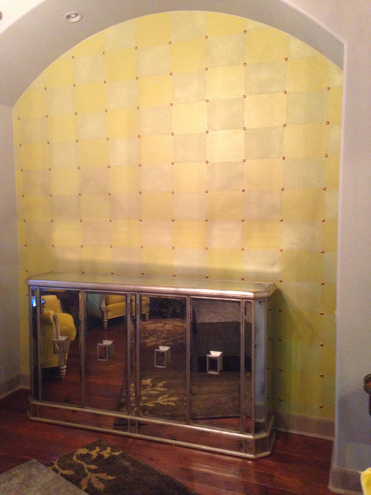 The ragged wren : Checkered Niche Wall Treatment