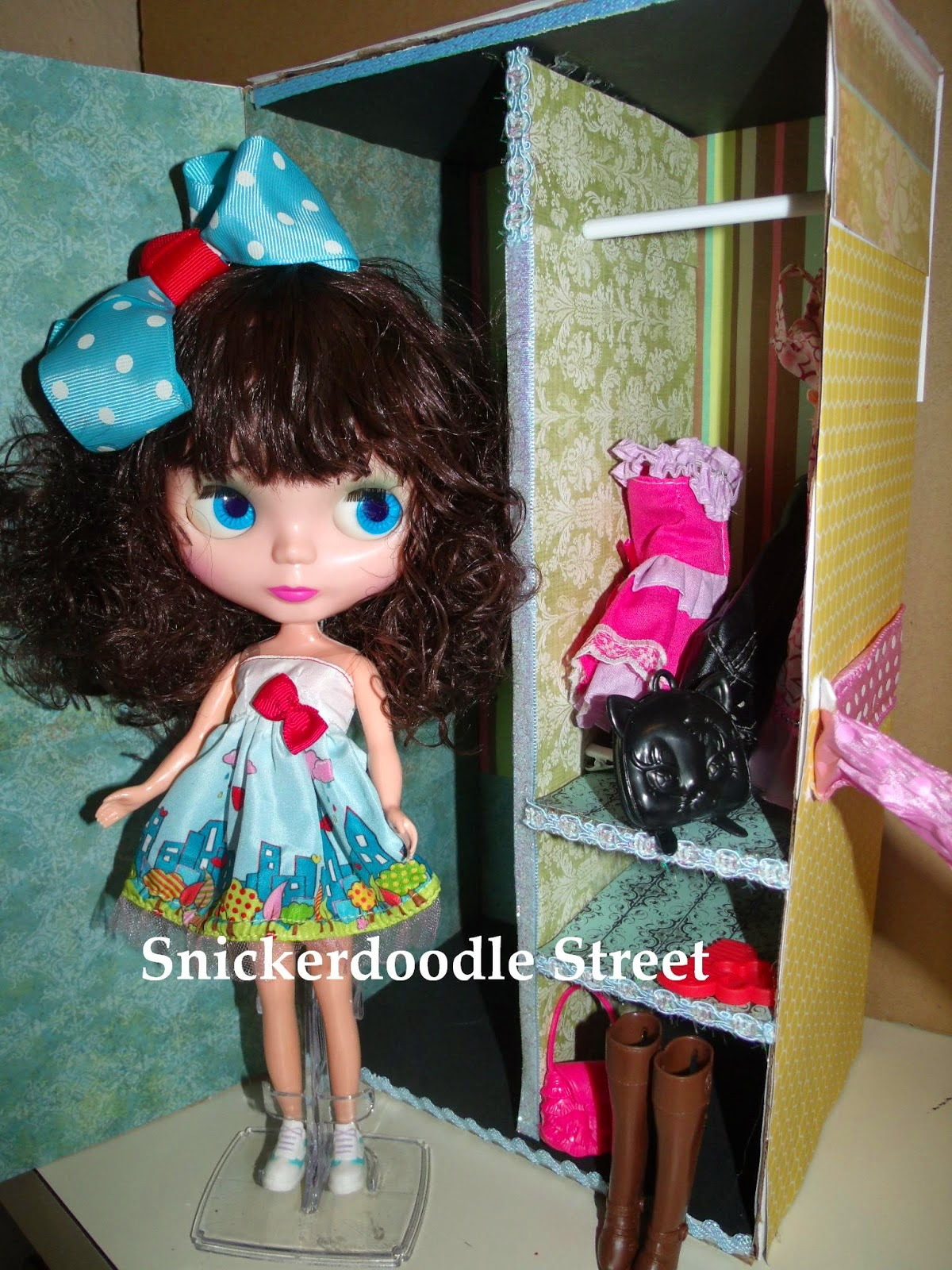 http://snickerdoodlestreet.blogspot.com/2013/07/htm-doll-closet-room-box.html