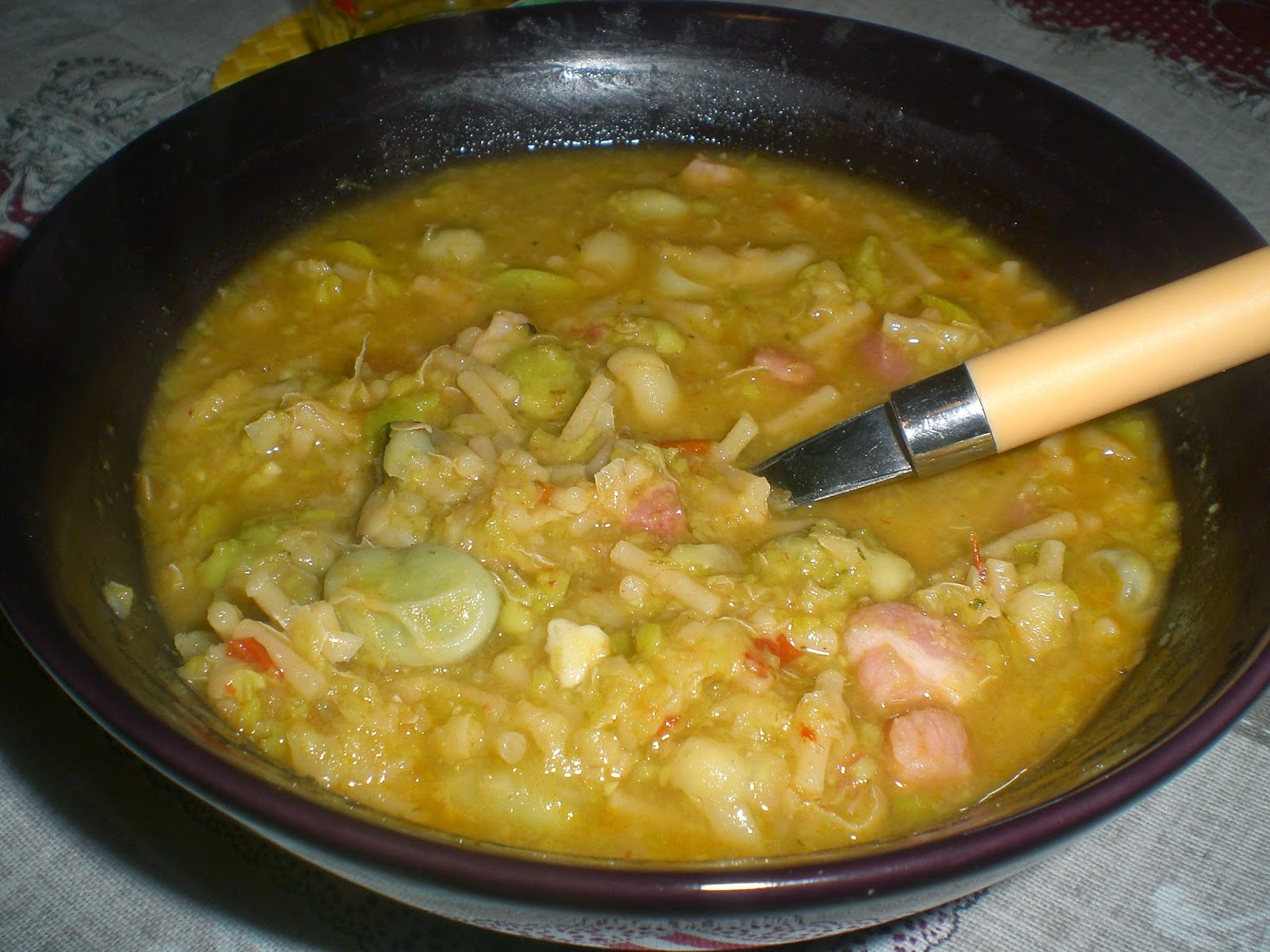 minestra di fave e spaghetti spezzati