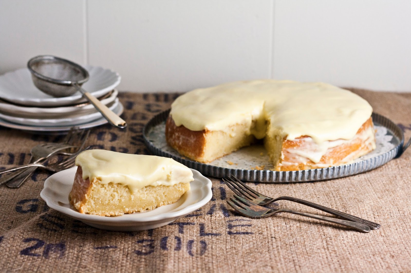 Lemon and Almond Streamliner Cake | hummingbird high || a ...