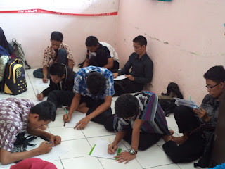 proses tes tulis oleh calon anggota PMG ke '13