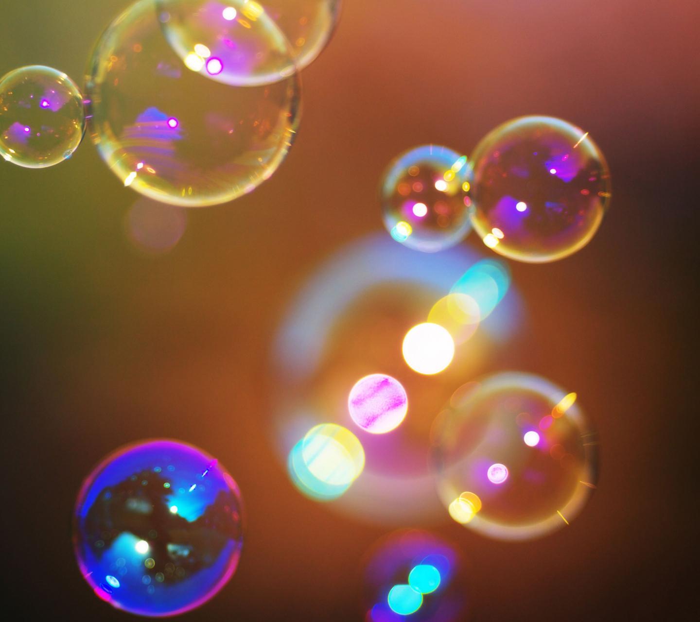 http://3.bp.blogspot.com/-uYcfLnFz8Us/ULpb0YqWJFI/AAAAAAAALxs/EdV2YdgcUkQ/s1600/soap-bubbles-samsung-galaxy-s3-wallpaper.jpg