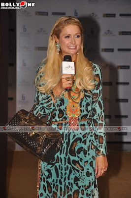 Paris Hilton Unveils her Line at Shoppers Stop