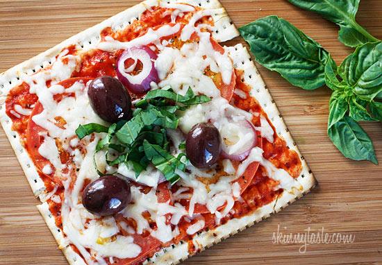 Skinny Passover Matzo Pizza |