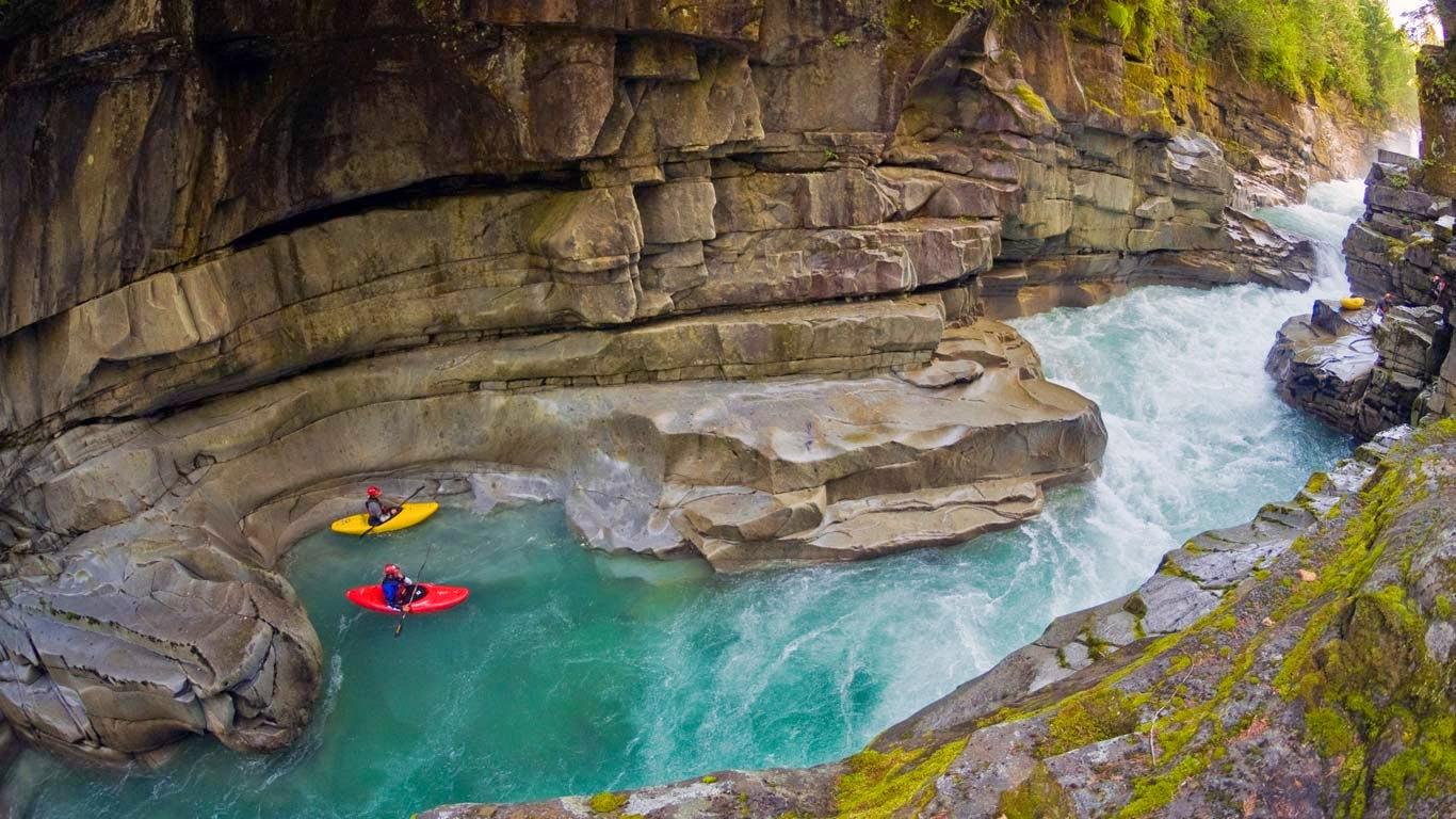 Kayakers in Ashlu Creek near Squamish, British Columbia, Canada (© Phil Tifo/Tandem Stock) 195