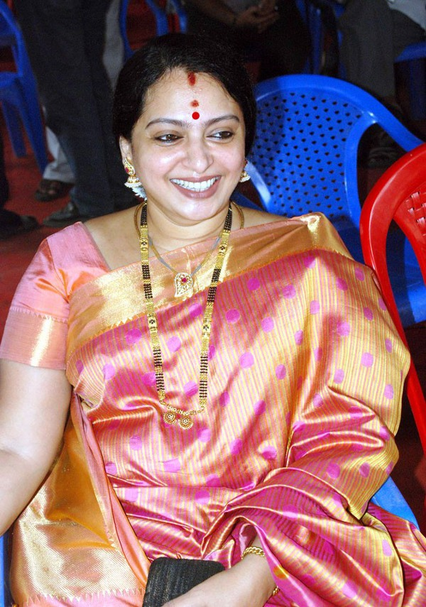 Gold and Diamond jewellery designs: Actress Seetha in traditional ...