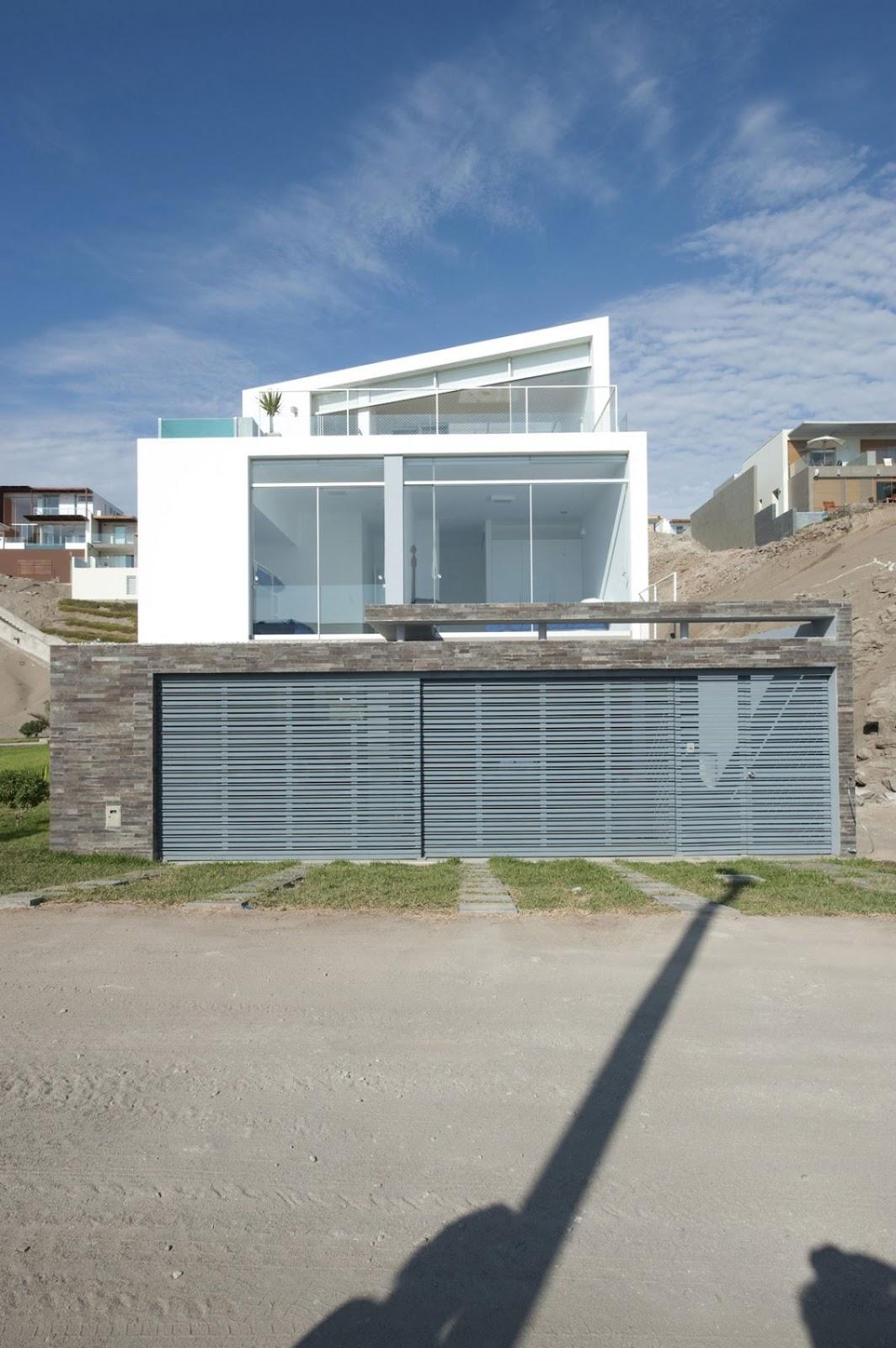 Luxury beach homes luxury beach home las palmeras lima for Luxury beach houses