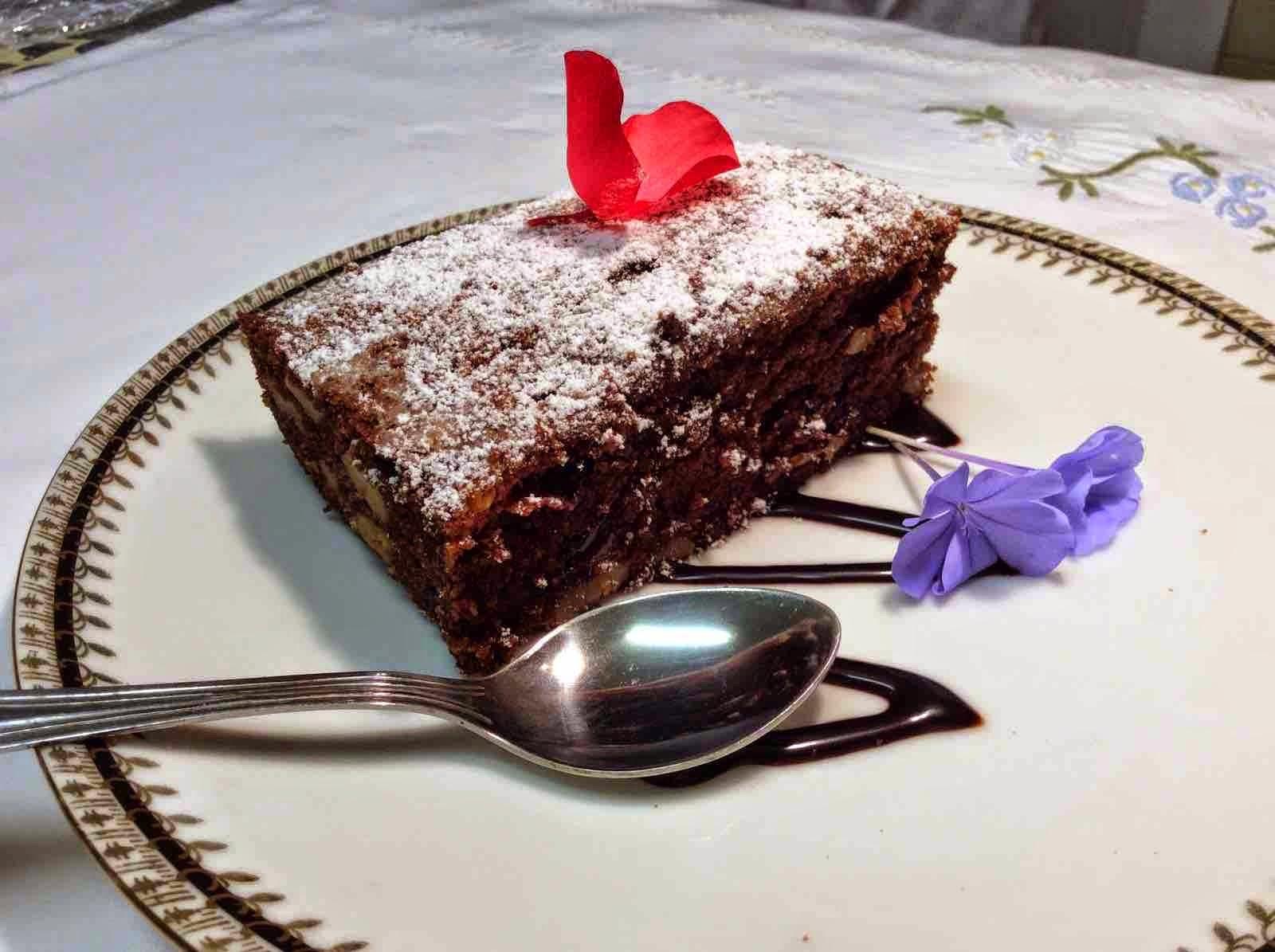 Sugerencia de presentación del Brownie con dores de chocolate