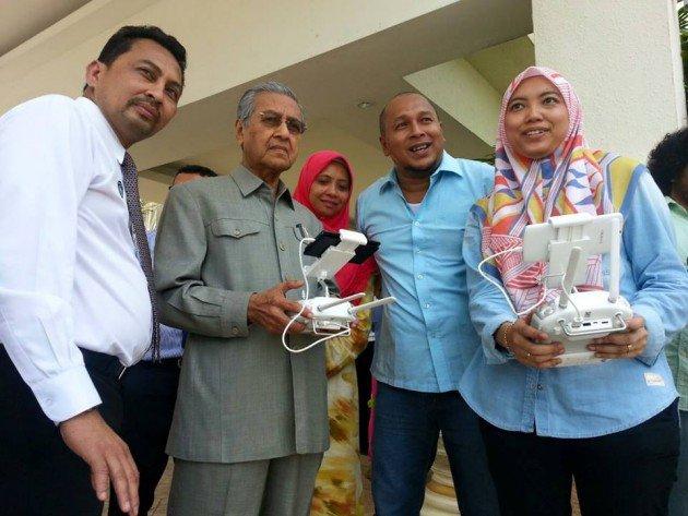 Pengarah Kecewa Filem Kapsul Diboikot 'Orang Dalam' Kerana Ada Tun Mahathir