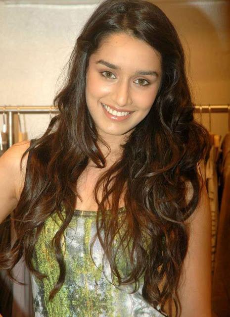 Shraddha Kapoor Casual Long Wavy Hairstyle