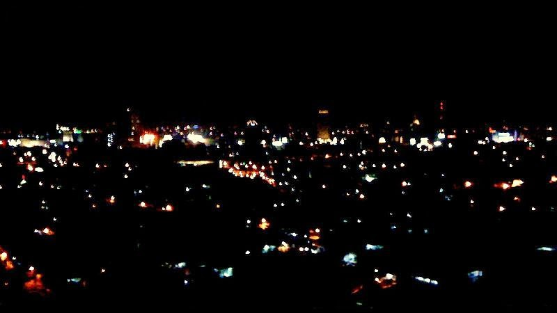 http://upload.wikimedia.org/wikipedia/commons/c/cd/Surabaya-night-skyline.jpg