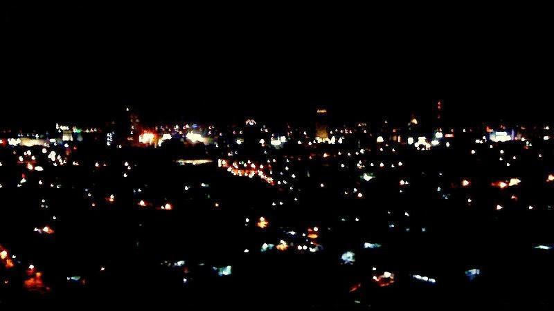 http://upload.wikimedia.org/wikipedia/commons/c/cd/Surabaya-night-skyline.jpg