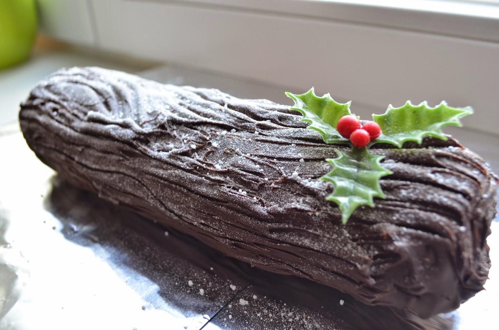 christmas log - Classic Christmas Desserts