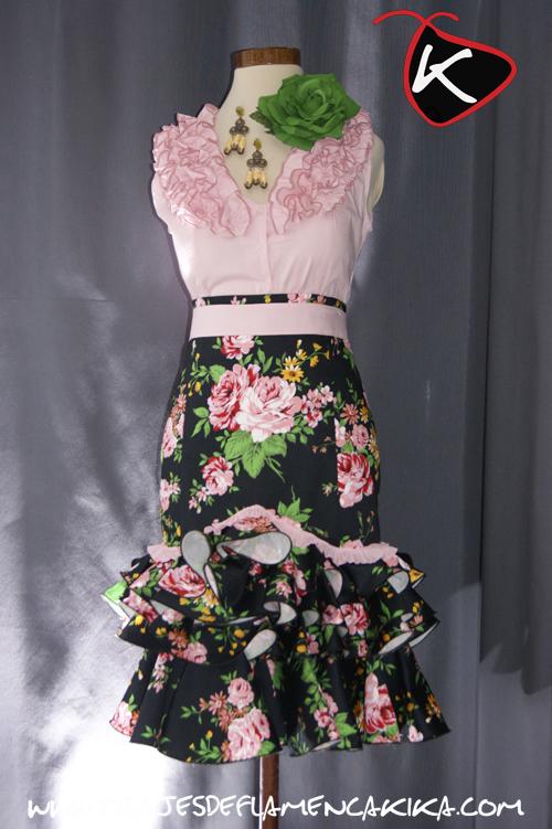 Trajes de flamenca kika robles falda alta corta estampado - Telas de flamenca online ...