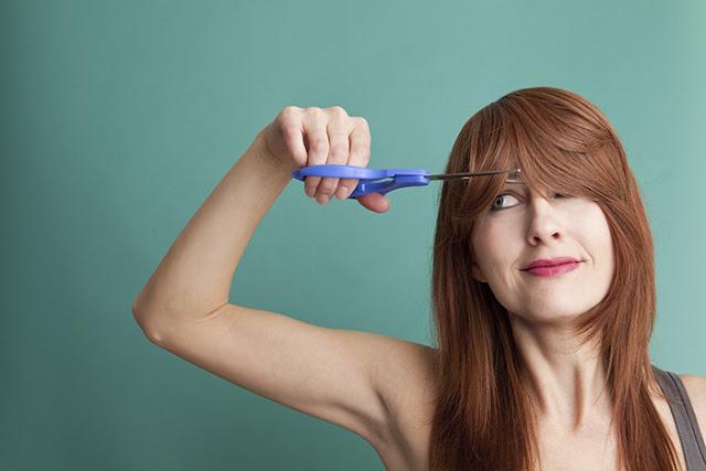 Couper toupet frange cheveux laisser pousser
