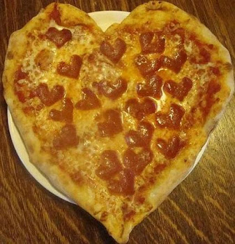 Heart Shaped Pizza for Valentine&#39;s Day