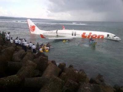 Pesawat Lion Air Jatuh di Laut