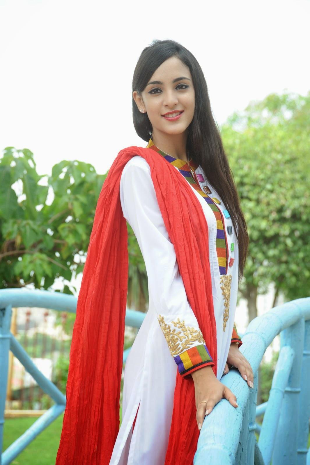 Kanika Kapoor latest photos-HQ-Photo-5