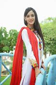 Kanika Kapoor latest photos-thumbnail-5